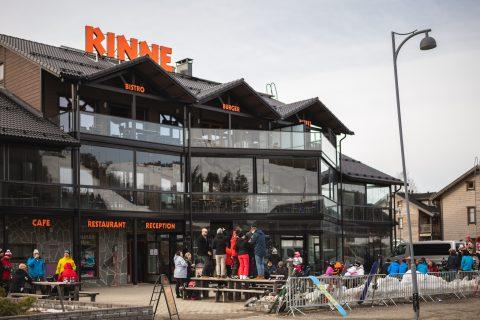 Ravintola Rinne ulkoa päin kuvattuna talvella